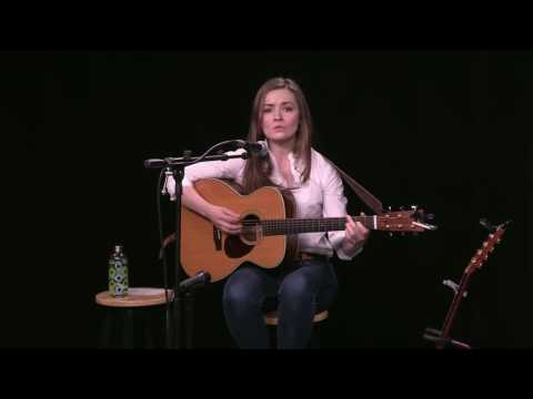 An Acoustic Session with Lindsay Straw