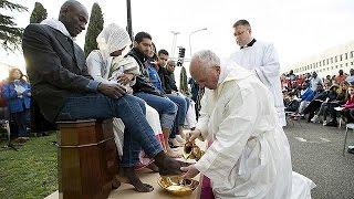 البابا فرانسيس يغسل أقدام مسلمين في مركز للمهاجرين بايطاليا    25-3-2016