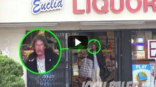 Le Dio A Un Hombre Sin Hogar 100 Dólares Y Lo Siguió Para Ver Cómo Lo Gastaba.