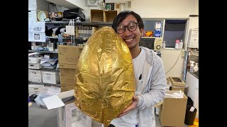 重さ6キロで2万2000円! コストコの「超巨大チョコエッグ」を割ってみた