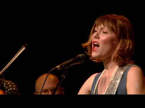Molly Tuttle -  Cold Rain And Snow (Live On ETown)