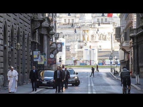 شاهد: البابا فرنسيس يصلي في كاتدرائية روما من أجل ضحايا كورونا…
