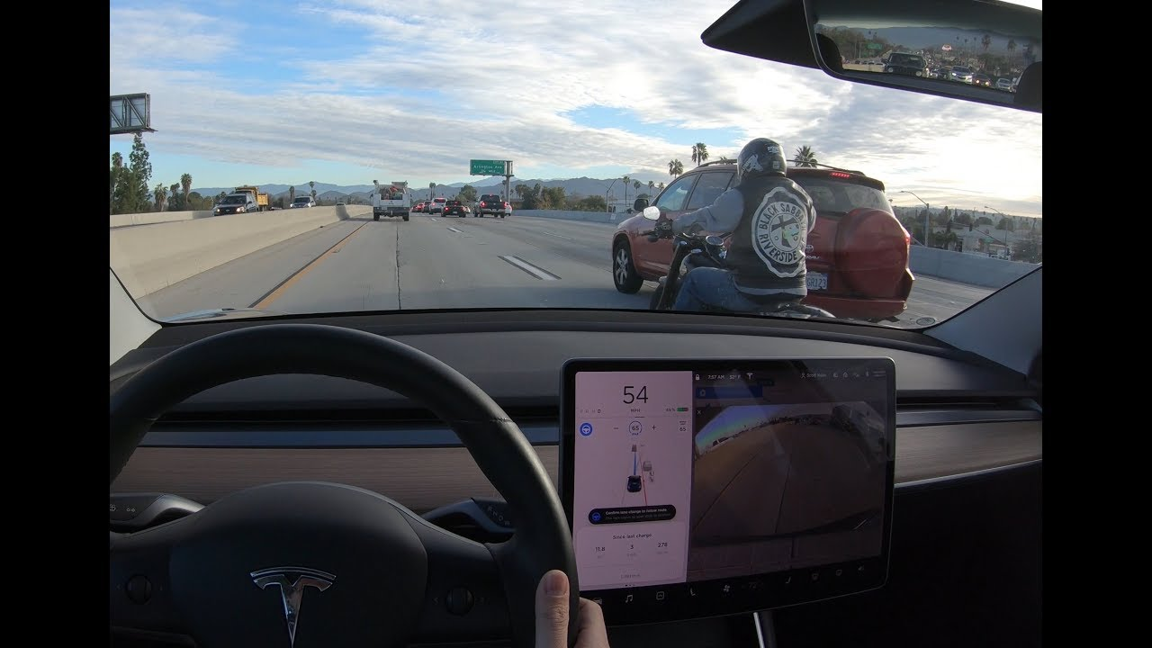 Video: Tesla update allows autopilot system to see motorcyclists