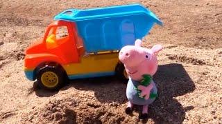 Видео для детей. Свинка Пеппа и Джордж играют на пляже в песок и игрушечный грузовик(Видео и мультфильмы с любимыми героями и игрушками могут вдохновлять малыша на разные игры дома и на улице...., 2015-04-30T06:27:01.000Z)