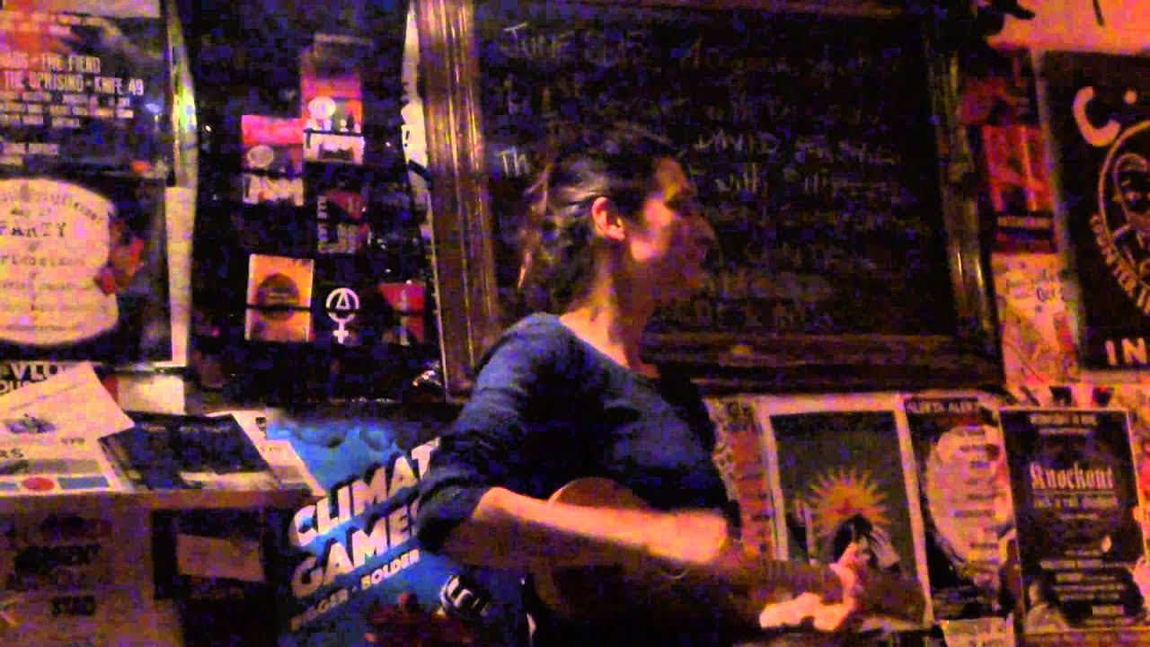 Joes Garage Amsterdam : Shireen light in the morning boats leaving home live @ joe`s