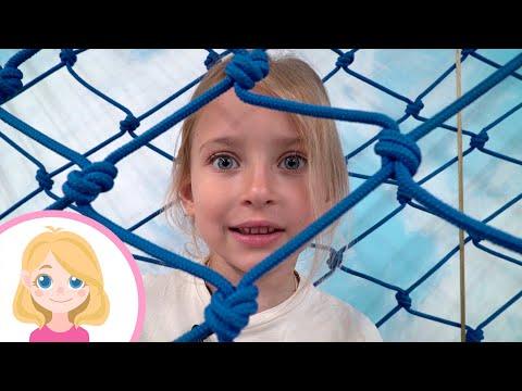 Маленькая Вера и Медведь влог - Большой сборник игр на детской площадке
