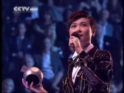 Chinese idol Chris Lee wins at EMA: beats EXO & Justin Bieber for