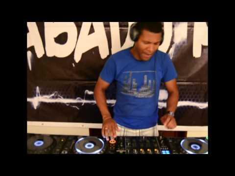 Dj Hery performing Sabado Mix. Angola-Cabinda