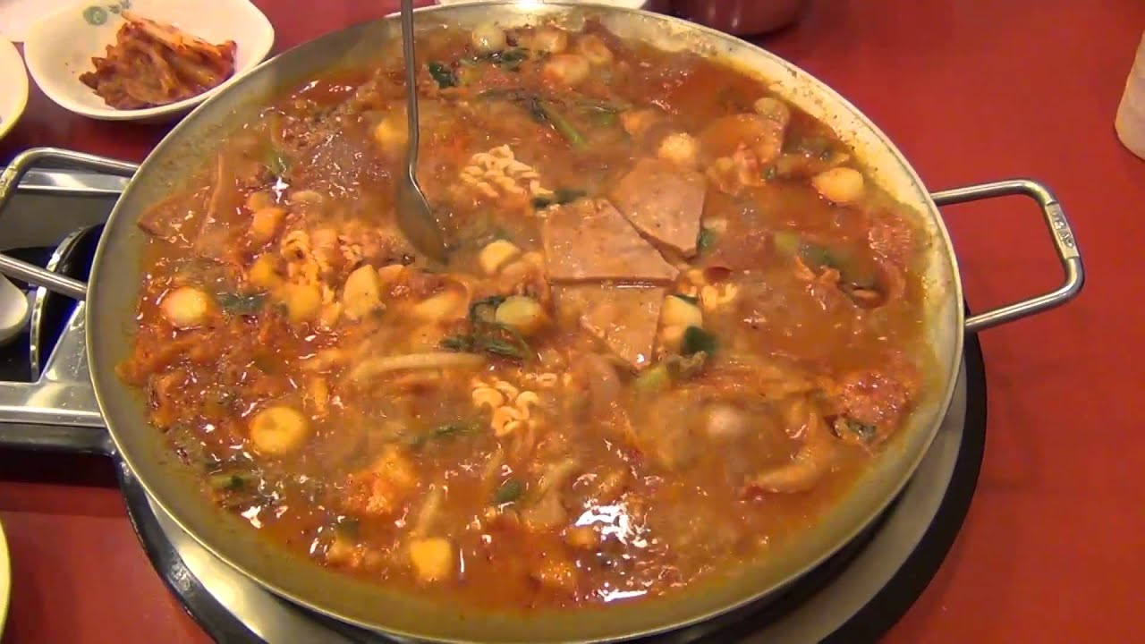 Korean Food: Budae Jjigae (부대 찌개)