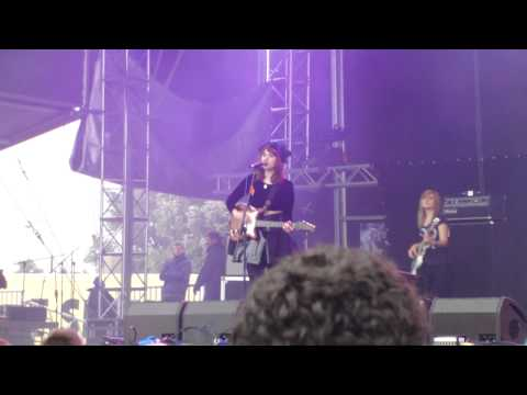 Kate Nash - Kiss That Grrrl  Live @Rock for People 2011