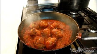 Pork meat balls served with spaghetti jamaican chef ぽrk めあt ばっls せrゔぇd ウィth sぱgへっち ジャマイカン ちぇf