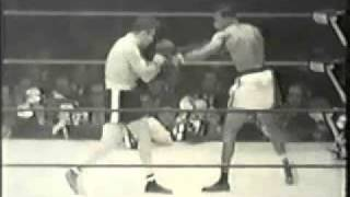 Sugar Ray Robinson fights Jake LaMotta 2