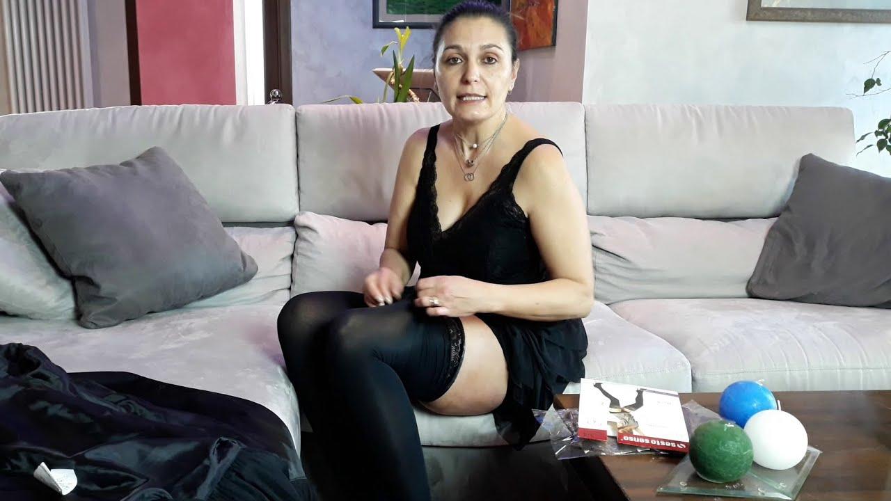 Simona prova le calze autoreggenti Sesto Senso Nicole Stockings 50 denari nere #1
