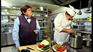 Видео прикол  Шеф повар и официант   Городок
