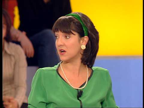chroniqueuse de on a tout essaye Au début des années 2000, elle rejoint la bande à ruquier et devient chroniqueuse de l'émission on a tout essay.