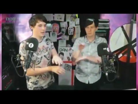 4 minutes of Dan and Phil dancing