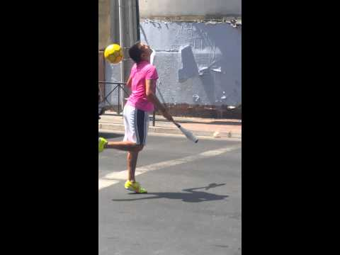 3 Juggling Clubs 1 Football - Mad skills in the streets of Santiago