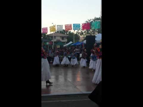 Baile folklorico en San Fernando park