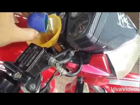 Que tipo de aceite lleva la suspensión delantera de una moto