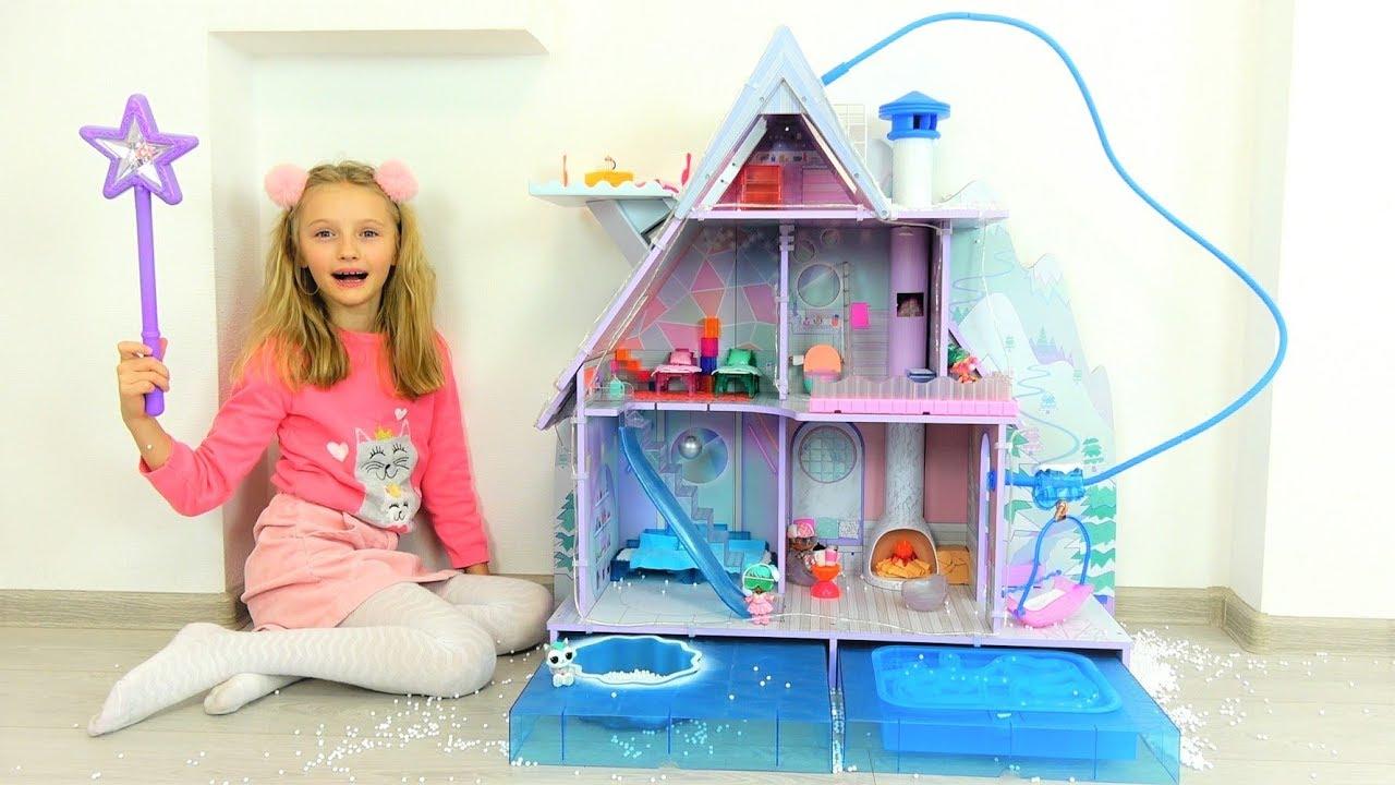 Полина и новый зимний дом для кукол ЛОЛ