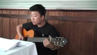 """Bé Tiến Lộc chơi guitar và hát bài """"Papa - Paul Anka"""""""