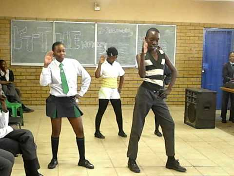 """South African Students do """"Single Ladies"""" Dance"""