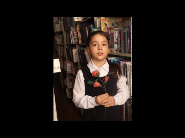 Изображение предпросмотра прочтения – НинаСавина читает произведение «Песня (Розы расцветают...)» В.А.Жуковского