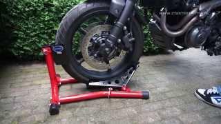 Datona inrijklem motor / motorcycle wheel chock (time lapse)