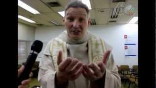 O padre Marcelo Rossi esteve na Editora Globo e gravou uma mensagem...