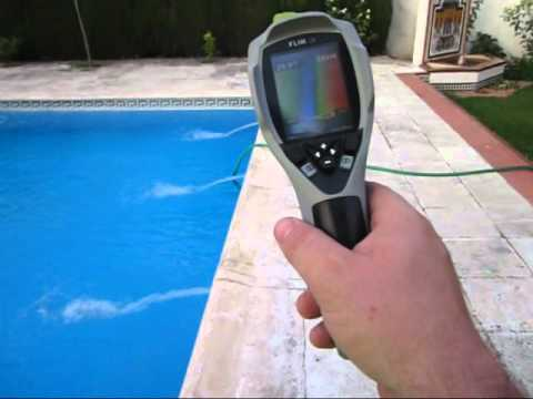 Demostraci n fuga piscina global services youtube for Fugas de agua en piscinas