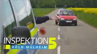 Auto rast ins Feld: Polizisten wurden fast umgefahren! | Inspektion 5 | SAT.1 TV