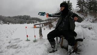 Зимняя рыбалка на ЖЕРЛИЦЫ Раскаты Взобрался на гору ПОЙМАЛ ЩУК отлично провел время КЛАССНО