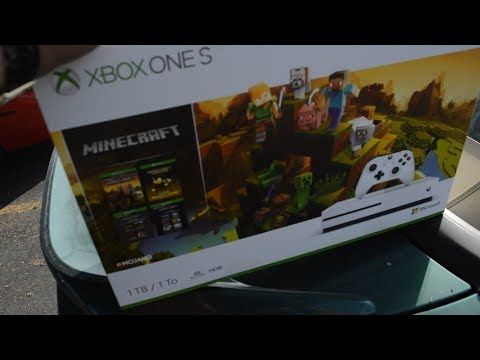 (UNBOXING) NEW XBOX ONE S MINECRAFT BUNDLE 1TB *GAMESTOP BLACK FRIDAY 2018*