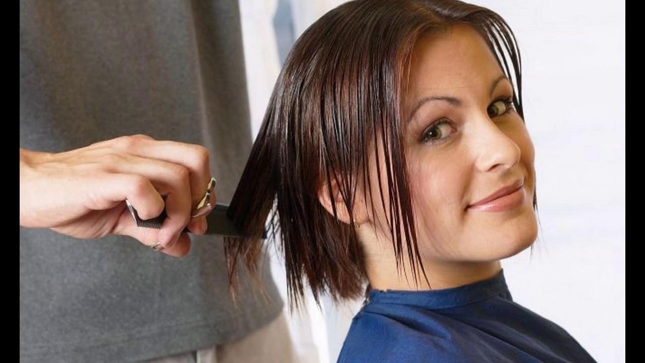 Corte bob cabello ondulado cara redonda