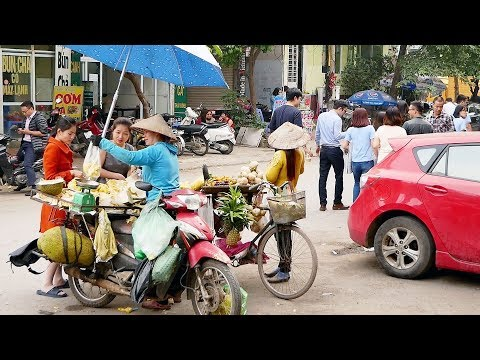 What's a Daily Lunch Break Like in Hanoi City? | LIFE IN VIETNAM