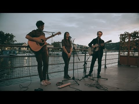 THE APARTMENTS - Mr Somewhere ('FD' acoustic session)