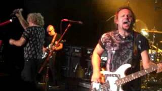 Watch Chickenfoot Avenida Revolucion video