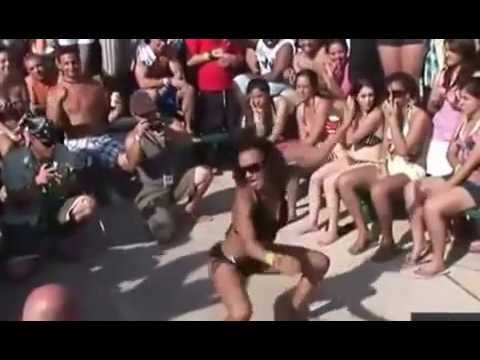 Ебут бабу толпой еще