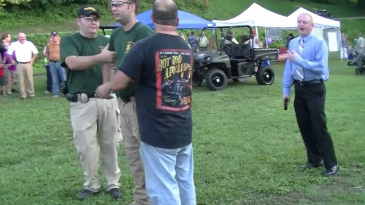 Taser Demonstration by The Campbell County Tennessee ...