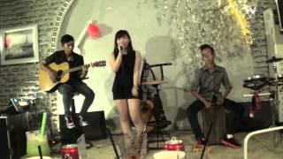 My Everything-Tiên Tiên cover Nu nu, guitarist: Tri Tâm, cajon: Quân Công Chúa tại coffee House