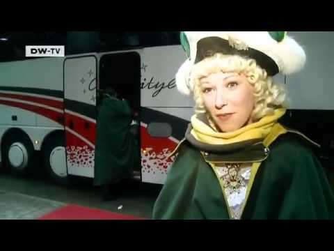 Mit einem Funkenmariechen im Kölner Karneval | euromaxx
