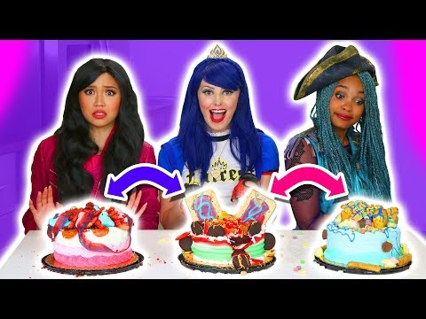 CAKE SWITCH UP CHALLENGE!!! EVIE VS UMA VS LONNIE. (Totally TV)
