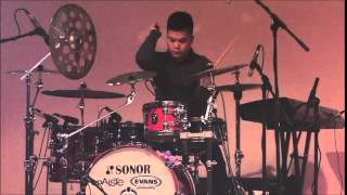 Echa Soemantri (Indonesian Drumer) - Playing Drum and Piano Together