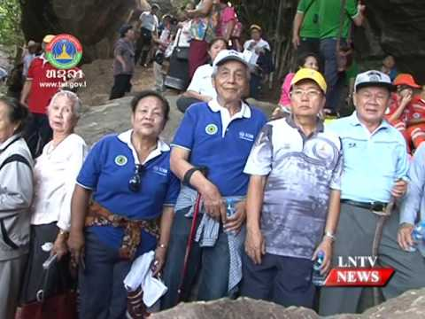 Lao NEWS on LNTV: Over 300 people trace the path taken by leaders who escape.2/12/2016