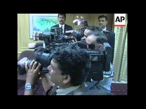Indian, Pakistan PMs meet during South Asia summit