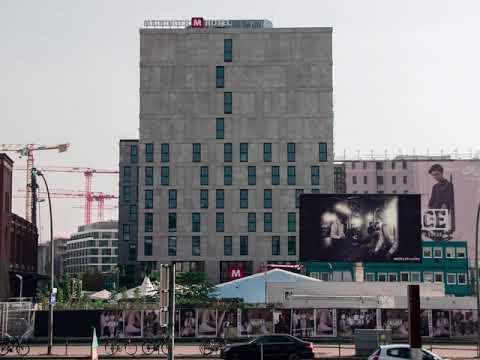 MEININGER Hotel Berlin East Side Gallery Tetris Fassade