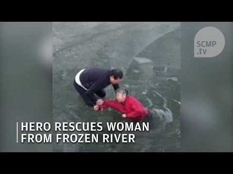 Hero rescues elderly woman from river in Hebei China