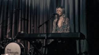 Смотреть клип Molly Kate Kestner - In My Dreams