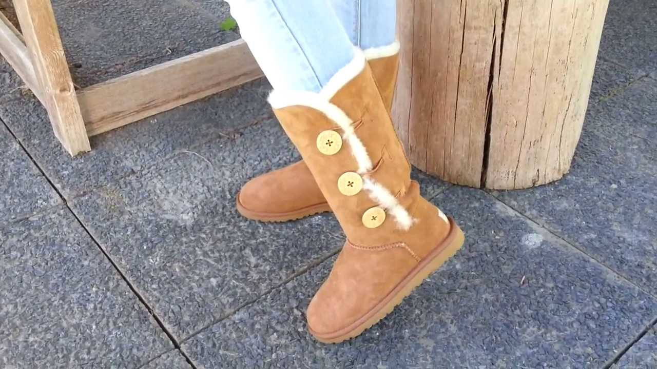 9e7eb56581f UGG Bailey Button Triplet Chestnut 1873