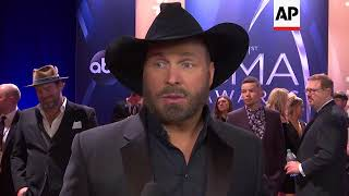 At CMAs, Keith Urban talks new 'Female' song, Garth Brooks says country music community 'invincible'